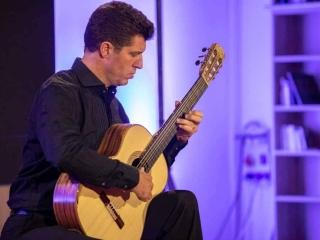 Emmanuel ROSSFELDER (guitar)